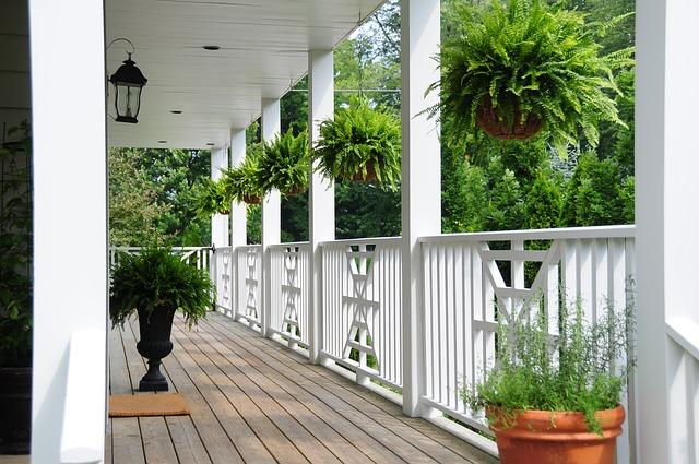 Arrosage automatique balcon: partez en vacances l'esprit tranquille!